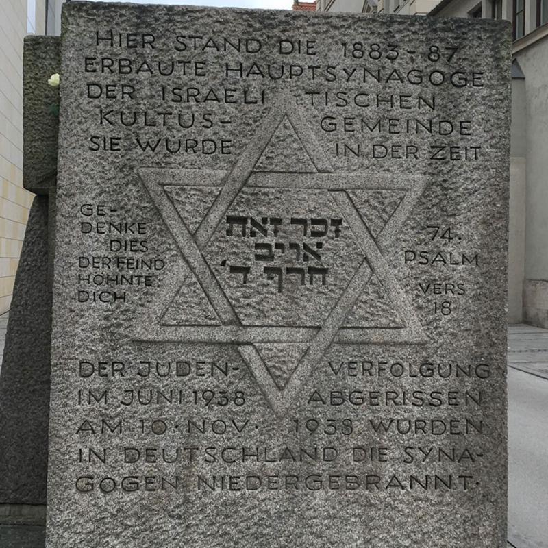 Gedenkstein der durch die Nazis zerstörten Synagoge in München