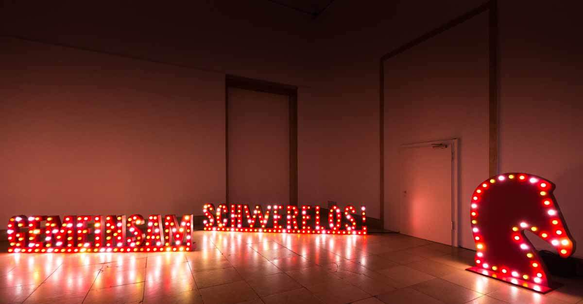 Hermès - Gemeinsam Schwerelos - Leuchtschrift