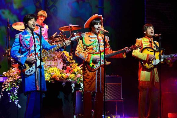 John, Paul, George & Ringo als Sgt. Peppers's Lonely Hearts Club Band